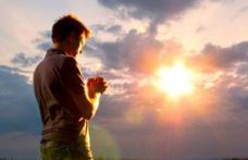 Rugăciunea care se rostește în prima zi de Paște. Te ajută la iertarea păcatelor și te ferește de necazuri și boli grave!