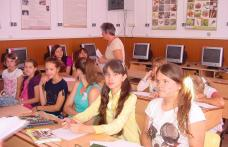 Şcoala nr.7 Dorohoi :Jocuri distractive şi dansuri populare la Şcoala de vară