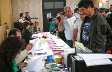 """Peste 250 de persoane din Dorohoi au participat la """"Bursa generală a locurilor de muncă"""". 54 persoane au fost încadrate pe loc!"""
