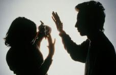 Bărbat reţinut pentru violenţă în familie