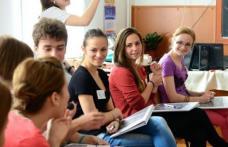 Schimbări importante pentru elevi! Învăţământul obligatoriu, extins la 15 clase