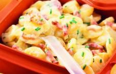 Salată de cartofi noi cu bacon