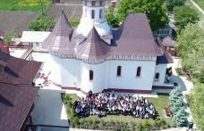 Conferință, momente artistice și multă voie bună la întâlnirea Tinerilor Ortodocși din Protopopiatul Dorohoi - VIDEO / FOTO