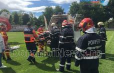 Bărbat care a căzut de pe casă preluat de urgență de la Dorohoi de elicopterul SMURD - FOTO