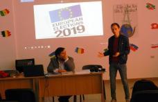 "Tinerii de la Liceul ""Regina Maria"" din Dorohoi participanți la o dezbatere pe teme europarlamentare - FOTO"
