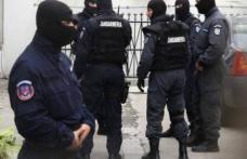 Percheziţii desfăşurate de poliţişti pe raza comunei Cristineşti, la persoane cercetate pentru comiterea de tâlhării