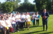 Prefectul Dan Şlincu, alături de copiii din Dorohoi, la sărbătoarea lor - FOTO
