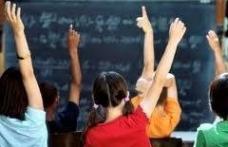 Astăzi elevii revin la cursuri. Vezi structura anului şcolar!