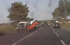 Accident! Impact violent între un autoturism înmatriculat în Botoșani și o autoutilitară pe E58 - VIDEO