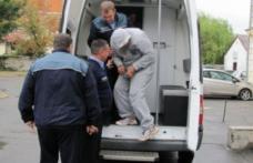 """Nu i-au plăcut """"gratiile"""" de acasă. Un adolescent de 17 ani a încălcat măsura arestului la domiciliu şi a fost arestat preventiv"""