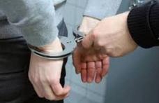 Bărbat reţinut pentru conducere fără permis şi sub influenţa alcoolului
