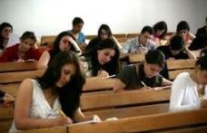 Universităţile îi scutesc de taxe pe copiii şomerilor sau ai pensionarilor