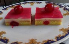 Prăjitură cu vișine, vanilie și jeleu