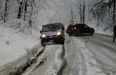 Vremea a luat-o razna. A nins în România! Stratul de zăpadă măsoară 4 centimetri