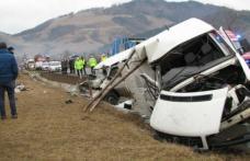 Accident grav, un microbuz cu 9 pasageri s-a răsturnat în judeţul Suceava