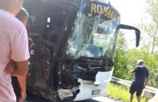 Autocar plin cu sportivi români implicat într-un accident în Muntenegru