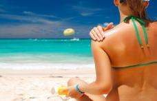 ATENȚIE! Nu soarele cauzează cancer, ci loțiunile de plajă