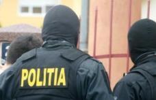 Percheziţii desfăşurate de poliţişti la persoane cercetate pentru comiterea de înşelăciuni prin metoda Accidentul