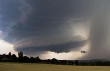Meteorologii avertizează: Este doar începutul fenomenelor meteo extreme!