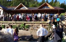 Plan roșu de intervenţie după prăbușirea unei terase la o nuntă în Durău. 15 răniți, transportați la Târgu-Mureș