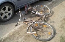 Accident ca-n filme la Broscăuţi: a deschis portiera și a accidentat grav un biciclist
