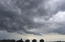 Urgia loveşte România. Unde va ploua zilnic, în ce zone se încălzeşte şi cât ţin fenomenele extreme