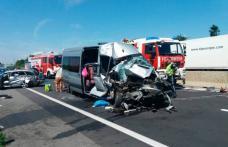 Opt români răniţi într-un accident grav produs în Austria între un microbuz şi un autoturism înmatriculate în România