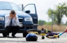 ACCIDENT: Copil lovit de maşină în timp ce traversa strada pe bicicletă