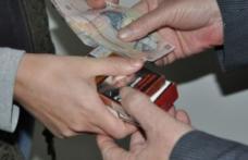 Dosar penal pentru o femeie de 35 de ani prinsă în timp ce vindea țigări de contrabandă