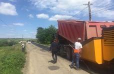 Au fost reluate lucrările de asfaltare pe drumurile județene - FOTO