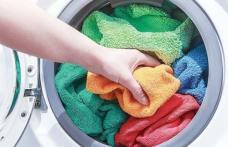 Cum să speli prosoapele ca să fie moi și fără miros