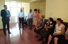 Prefectul Dan Șlincu, prezent la Coșula pentru a înmâna persoanelor afectate de inundațiile din luna iunie ajutoarele de urgență - FOTO