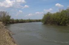 Moldovean prins după ce a trecut ilegal Prutul înot