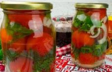 Un deliciu pentru iarnă - Roşii murate cu usturoi şi ţelină