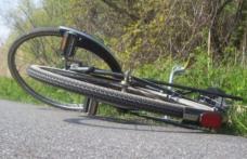 Fază de cascadorii râsului la Pomârla! Doi biciclişti s-au tamponat în trafic