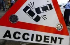 Accident produs de un șofer aproape de comă alcoolică. A distrus gardul unei case în timp ce dădea cu spatele