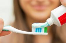Ce se întâmplă dacă înghiţi pastă de dinţi? Este mai rău decât îţi imaginezi