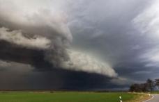Meteo. Un ciclon se îndreaptă spre România. Țările afectate sunt deja sub cod portocaliu de furtună