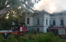 Incendiu la o clădire monument, din Botoșani - Se intervine cu şase autospeciale! FOTO