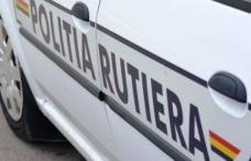 Autovehicul cu numere false, avariat şi abandonat, depistat de poliţişti la Vârfu Câmpului