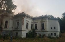 Incendiu la clădirea monument din Botoșani, stins după cinci ore, cu 35 de pompieri
