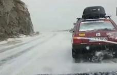 Cea mai înaltă şosea din ţară, acoperită cu un  strat de grindină