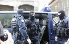 Percheziții la locuințele a două femei acuzate de contracte false, din care au obținut sute de mii de euro
