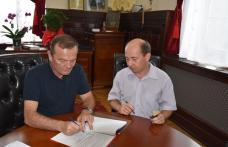 Primăria Dorohoi a semnat contractul pentru proiectul de extindere și modernizare a sistemului de iluminat