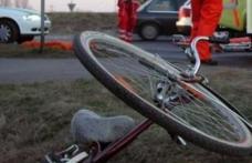 Biciclist trântit pe asfalt de un autoturism. Şoferul vinovat era băut și a fugit de la locul accidentului