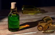 O româncă din Italia şi-a anunţat prietena prin SMS că se sinucide, apoi a băut acid clorhidric