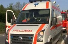 Doi copii și o femeie băgați în spital de o șoferiță neatentă