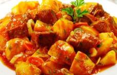 Tocaniță de vițel cu cartofi copți