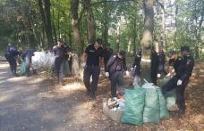 """S-a dat startul la marea curățenie: Pompierii din Dorohoi curăță Pădurea """"Gorovei"""" iar cei din Botoșani """"Lacul cu nuferi"""" - FOTO"""