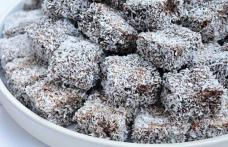 Prăjitură cu glazură de ciocolată și nucă de cocos